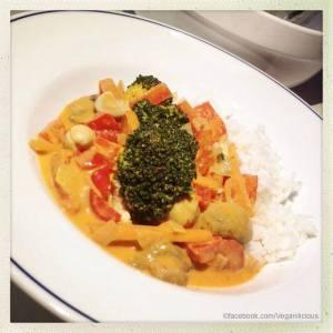 Rotes Thai Curry mit frischem Gemüse