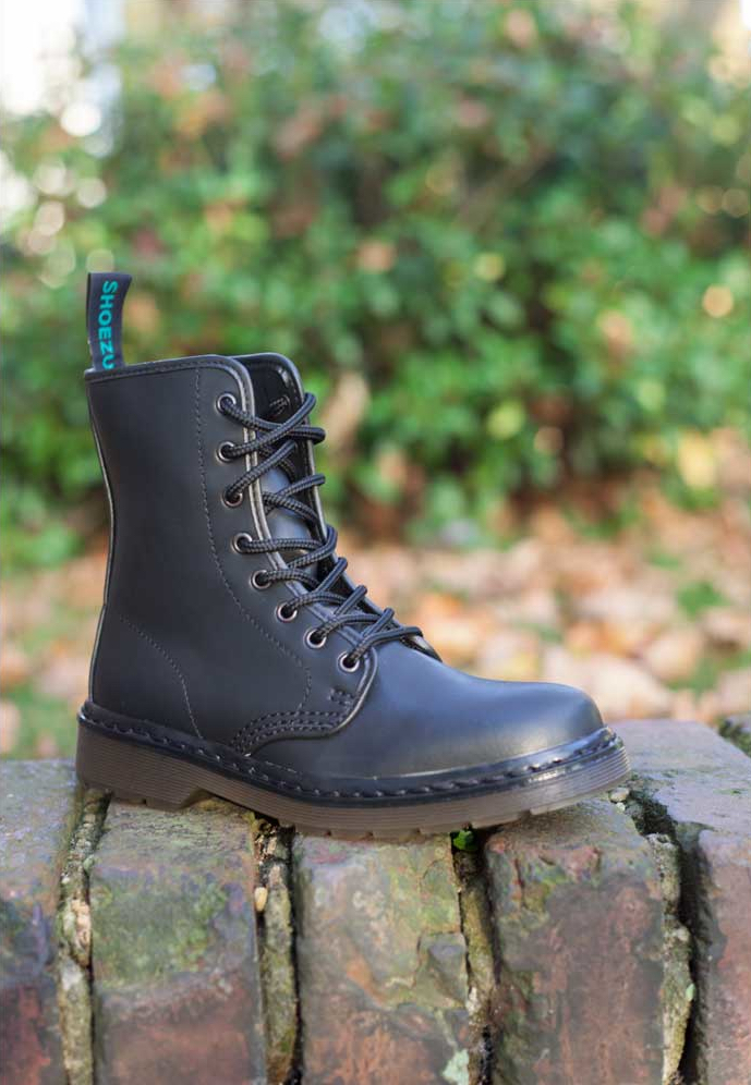shoezuu-8-eye-uk-boot-black_1~7